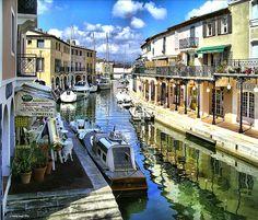 Port Grimaud et ses canaux #portgrimaud   Information : http://www.facebook.com/grimaudtourisme