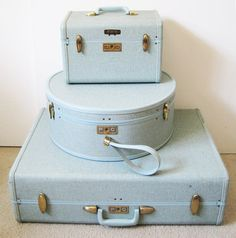 Vintage suitcase set light blue luggage hat box and carry on for sale style sui Vintage Suitcases, Vintage Luggage, Vintage Bags, Vintage Travel, Vintage Items, Vintage Market, Look Vintage, Vintage Design, Luggage Sets