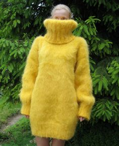 Thick Sweaters, Wool Sweaters, Gros Pull Mohair, Extreme Knitting, Mini Robes, Mohair Sweater, Dream Dress, Knit Dress, Fur Coat