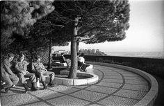 Lisboa de Antigamente: miradouro Pavement, Lisbon, Cn Tower, Portugal, Black And White, Madureira, History, Street, Travel