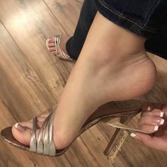 Sexy Legs And Heels, Hot Heels, Sexy High Heels, High Heels Stilettos, Stiletto Heels, Beautiful Toes, Pretty Toes, Talons Sexy, Feet Show