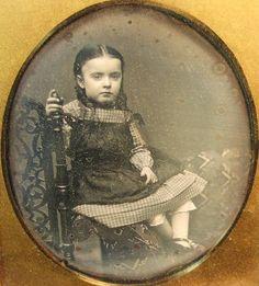 Old Pictures, Old Photos, Post Mortem Pictures, Vintage Cards, Vintage Images, Vintage Children Photos, Post Mortem Photography, Beautiful Children, Beautiful People