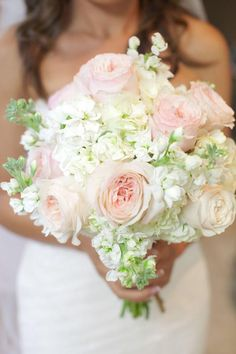 Pretty bouquet! ~ Photographer: SumoArts // Floral Designer: Beach Bloomz