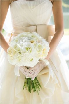 【新婦様からの写真】命が吹き込まれるウェディングブーケ Wedding Dresses, Happy, Flowers, Fashion, Bride Gowns, Wedding Gowns, Moda, La Mode, Weding Dresses