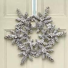 A snowflake wreath sets the season's mood!