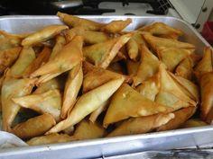 La Cuisine tahitienne  Les samoussas au curry, idéal en entrée , en apéro ou pour grignoter! cette recette est de Mamie Oriane lors de l'atelier Chao pao et samoussa.