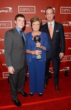 peyton manning pat summitt | Summitt, former women's college basketball head coach Pat Summitt ...