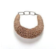 Willemijn de Greef - necklace Leguaan 2009, hemp cord, yarn, silver
