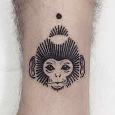 """127 curtidas, 4 comentários - • Guga Scharf • (@gugauecz) no Instagram: """" • @estudiovertebra • gugauecz@gmail.com • #tattoo #nature #monkey #lines #simplicity #curitiba…"""""""