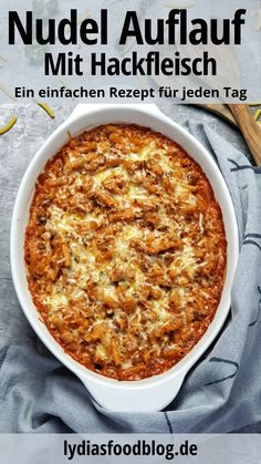 Makkaroni Auflauf mit Hackfleisch, Rezept A simple macaroni bake with minced meat and crème fraîche in a creamy tomato sauce with cheese gratin. A dish that is great for young and old. A casserole sim Ground Beef Recipes Easy, Easy Healthy Recipes, Meat Recipes, Paleo Recipes, Healthy Dinner Recipes, Mexican Food Recipes, Breakfast Recipes, Chicken Recipes, Easy Meals