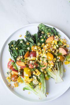 Salade de Romaine Grillée avec Maïs, Tomates & Pêches - The Green Life