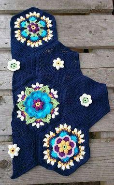 Frida s flowers blanket cal 2016 variation Crochet Mandala Pattern, Crochet Square Patterns, Crochet Art, Crochet Squares, Crochet Blanket Patterns, Crochet Designs, Crochet Crafts, Yarn Crafts, Crochet Flowers