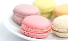 Classic French macarons - not be confused with the chewy American coconut confection, the macaroon, are the perfect dessert for special occasions or to wrap . French Macarons Recipe, French Macaroons, Slow Cooker Desserts, Laduree Macaroons, Pastel Macaroons, How To Make Macaroons, Sweet Tooth, Dessert Recipes, Sweets Recipe