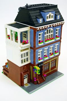 My custom modular Lego building, a wine shop and apartment. Large Lego Blocks, Lego Building Blocks, Lego Modular, Lego Design, Lego City, Casa Lego, Shop Lego, Lego Winter, Lego Pictures