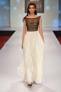 *updated* Diana Penty walks for Drashta Sarvaiya at Signature International Fashion Weekend | PINKVILLA