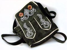 ♥ AUF ZUM OKTOBERFEST ♥  *Süße, originelle Trachten Umhängetasche aus geschmeidigem Wildleder*    Die Burschen tragen die Lederhose am Leib - die Mädels in