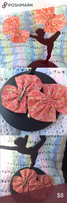 Spring 🌸Bow Clips Set of 2 Bow clips featuring a flower pattern perfect to welcome SPRING! Clips are super cute and comfortable for the little ones or adults.  Clips can also be attached to any Paxi headband. Paxi Accessories Hair Accessories