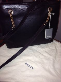 I'm selling AUTHENTIC  BALLY LEATHER BAG - $575.00CLEAN,INSIDE AND OUT,BLACK, LEATHER  WITH LEATHER/GOLD CHAIN STRAPOVER THE SHOULDER OR BODY..NO RIPS OR CUTS OR SCUFFS, NO SMELLSQUESTIONS PLEASE EMAIL ME ...THANK YOUSHAYNE