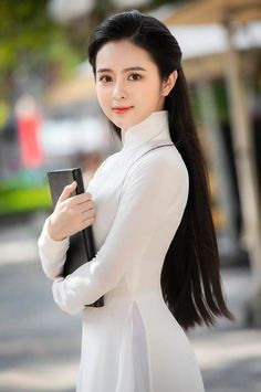 Pretty Korean Girls, Sexy Asian Girls, Beautiful Asian Girls, Vietnamese Traditional Dress, Traditional Dresses, Ao Dai, Long Indian Hair, Chelsea Girls, Cute Girl Face