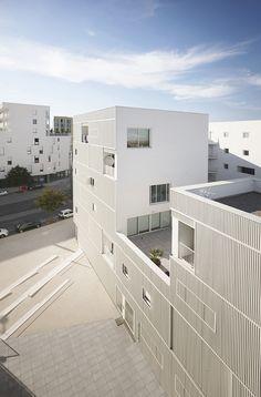 Exterior. 79 apartamentos en Bègles por LAN. Fotografía © Julien Lanoo. Señala encima de la imagen para verla más grande.