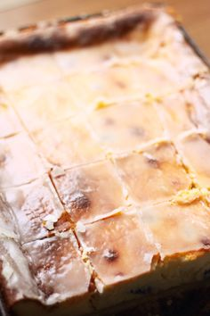 Kuchenne fanaberie: Sernik na biszkopcie z rodzynkami i lukrem cytrynowym Dessert Recipes, Desserts, Camembert Cheese, Food Photography, Cheesecake, Food And Drink, Pie, Polish, Fitness
