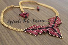 … – Jewerly World Seed Bead Jewelry, Beaded Jewelry, Jewelry Necklaces, Beaded Necklace, Bijoux Diy, Peyote Stitch, Geometric Designs, Bead Weaving, Necklaces