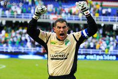 cali| Viernes, Junio 1, 2012   Haciendo fuerza hasta el final el Deportivo Cali clasificó a las finales y Faryd Mondragón lo celebró. Foto: Julio Sánchez.