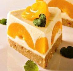 Jogurtová torta s broskyňami