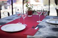 #mantel de #papel #decorado con #camino de #mesa #novotex en color #rojo…