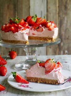 One pot wonder - lettvint gryterett - Mat På Bordet Cheesecake, Norwegian Food, Scandinavian Food, Pudding Desserts, Something Sweet, Let Them Eat Cake, No Bake Cake, Baked Goods, Delicious Desserts