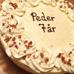 Osteiskake med salt karamell og daimsjokolade - Smedstua Norwegian Food, Norwegian Recipes, Cake Recipes, Salt, Birthday Cake, Cheese, Baking, Caramel, Easy Cake Recipes