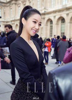 F(x) Victoria Looks Beautiful at the Dior Fashion Show in Paris   Koogle TV