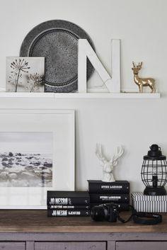 Combinazioni di elementi diversi sulle mensole e alle pareti creano un ambiente vivace - IKEA