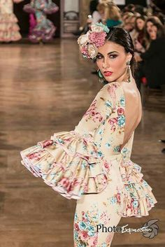 We love flamenco 2016 Gypsy Punk, Spanish Fashion, Evening Dresses, Summer Dresses, Dance Costumes, Ruffles, Going Out, Dancer, Fashion Photography