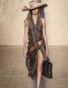 Looks imprescindibles de primavera/verano 2014 - Donna Karan http://www.marie-claire.es/moda/tendencias/fotos/looks-imprescindibles-primavera-verano-2014/delpozo-lady