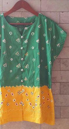 Keren Blouse Batik, Batik Dress, Marilyn Monroe, Batik Kebaya, Paper Embroidery, Ladies Tops, Girl Fashion, Womens Fashion, Short Tops