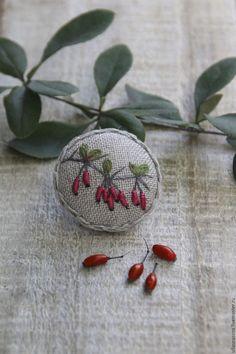 """Купить Брошь """"Барбарис"""" - комбинированный, брошь, брошь ручной работы, брошь с вышивкой, вышивка, ветка Hand Embroidery Stitches, Embroidery Art, Cross Stitch Embroidery, Embroidery Patterns, Stitch Patterns, Lace Beadwork, Rainy Day Crafts, Brooches Handmade, Fabric Jewelry"""