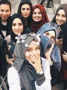 Hijab and muslim girls Arab Girls, Muslim Girls, Muslim Women, Hijabi Girl, Girl Hijab, Hijab Niqab, Hijab Outfit, Islamic Fashion, Muslim Fashion