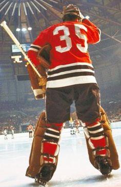 A great shot of the legendary Tony Esposito of the Blackhawks Hockey, Hockey Goalie, Hockey Games, Chicago Blackhawks, Hockey Shot, Nfl Highlights, Hockey Hall Of Fame, Nhl Chicago, Goalie Mask