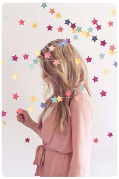 DIY Selfie Ideas - Floating Paper Stars - Cool Ideas for Photo Booth and Picture Station - Props, Light, Mirror, Board, Wall, Background and Tips for Shooting Best Selfies - DIY Projects and Crafts for Teens