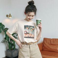 Tシャツ パーカー トップス レディースファション 上着 ラウンドネック 半袖 カジュアル 韓国風 可愛い 合わせやすい ゆったり アルファベット  コットン  Statement Shirts, Japanese Street Fashion, Vintage Branding, Apparel Design, White Fashion, Simple Style, Branding Design, Graphic Tees, Shirt Designs