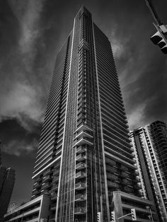 On my first visit to Toronto, Ontario, I was really amazed at all of the modern architecture and high rise apartments. Toronto really looks and feels like a city of the future.