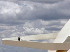 I always prefer straight lines. But the curves in Niemeyer's works are absolutely beautiful!!