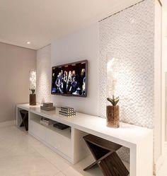 A delicadeza do branco... Hometheater By @moniserosaarquitetura 📷 @juliaribeirofotografia #arquiteturadeinteriores #hometheater…