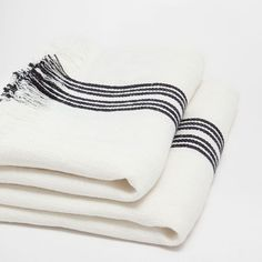 Image of the product LINEN BLANKET WITH BLACK AND WHITE LINES