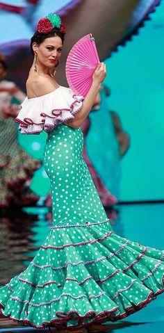 Sara de Benítez, Simof 2017 Mexican Fashion, Spanish Fashion, Flamenco Costume, Dance Costumes, Fashion 2017, Fashion Dresses, Spanish Dress, Modelista, Trumpet Skirt