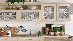 Idee per arredare una cucina classica - Cucina con ante crema ...