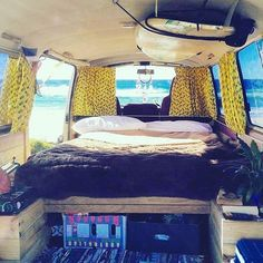 Board on the roof. Nice coastal vibe @camper_95 #vanlifediaries to share by vanlifediaries