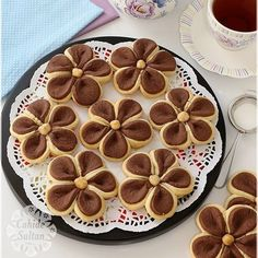 ― Cahide Sultanさん( 「Bismillâhirrahmanirrahîm: Şüphesiz biz sizi, kişinin önceden elleriyle yaptıklarına bakacağı ve…」 Biscotti Cookies, Yummy Cookies, Cake Cookies, Cookie Desserts, Cookie Recipes, Dessert Recipes, Bread Shaping, Food Decoration, Turkish Recipes