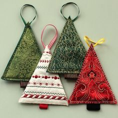 Have you been looking for Christmas sewing projects and free patterns? This post has got it all. Browse through the best Christmas sewing project ideas here Navidad Simple, Navidad Diy, Diy Christmas Ornaments, Xmas Crafts, Christmas Ideas, Christmas Christmas, Quilted Christmas Ornaments, Fabric Christmas Trees, Christmas Island